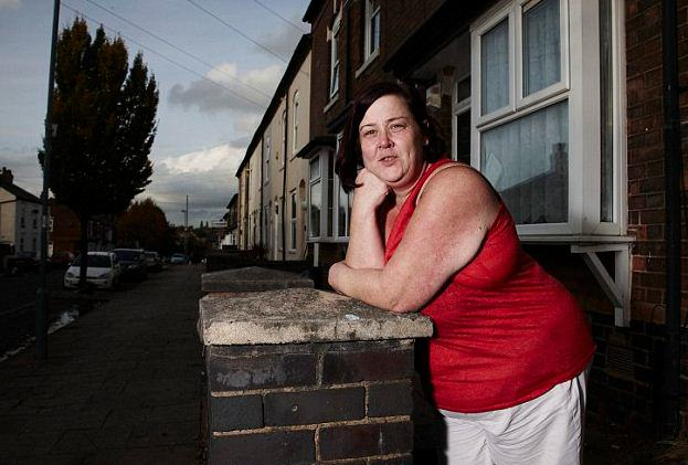 xfgnxgnhn Does White Dee From Benefits Street Need A Bra?