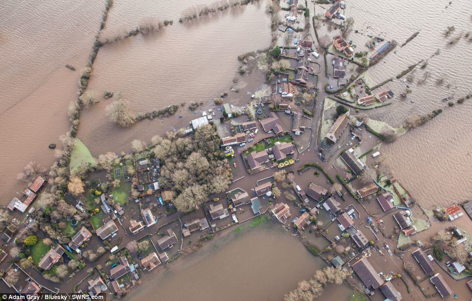 article 2557462 1B6A41B900000578 27 964x616 Shocking Before And After Photos Of Recent Floods Show Devastation Across Britain