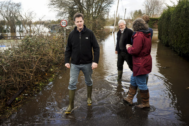 Heres A Bunch Of Concerned Looking Politicians Staring At Floods enhanced 14407 1392130744 2