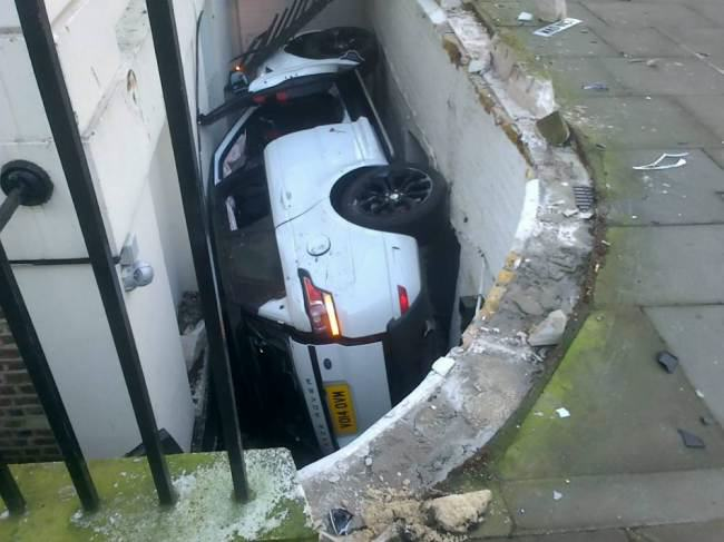 ad 130621130 Range Rover Driver Discovers Basement Parking Spot