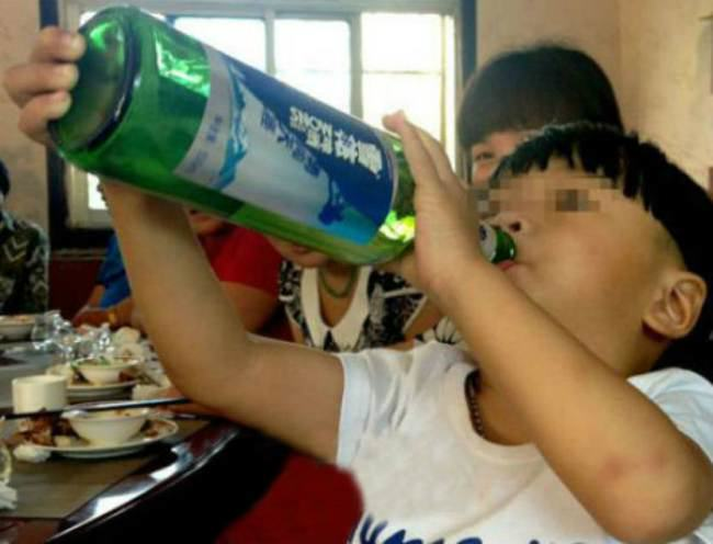 ad 138762281 Cheng Cheng The 2 Year Old Beer Chugger