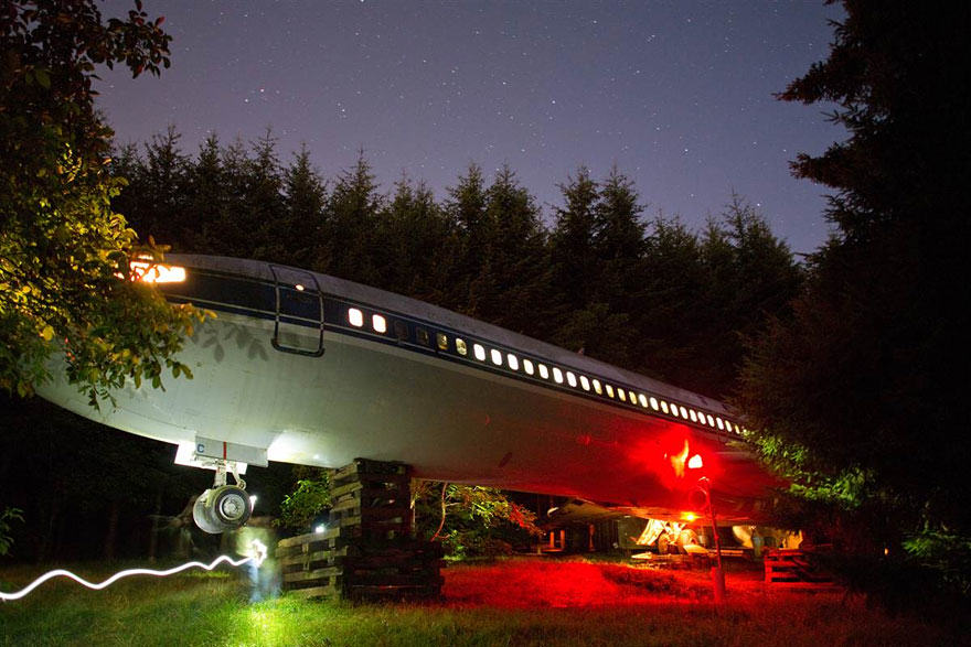 retired boeing 727 recycled home bruce campbell 11 This Man Lives In A Boeing 727 In The Middle Of The Woods
