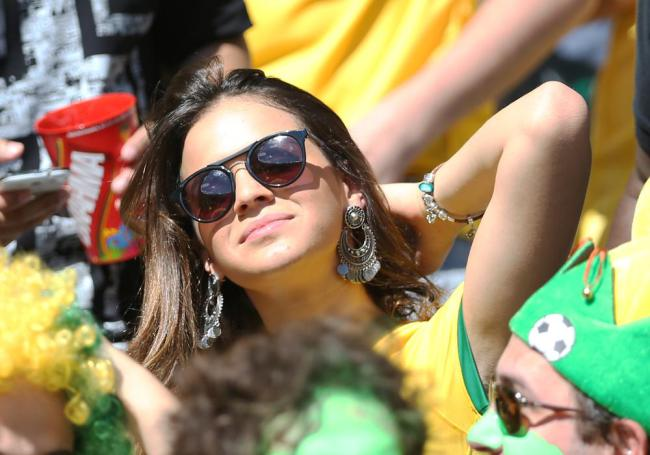 1000x7003 Brazilian Lad Farts In Front Of Neymars Girlfriend, Films Her Reaction