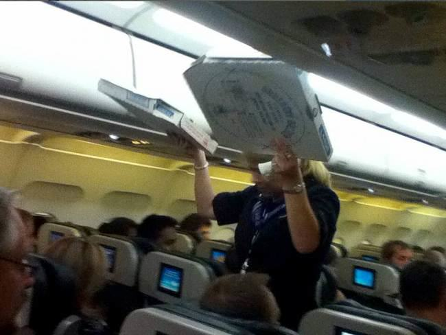 pizza2 Pilot Buys Pizza For Every Passenger On Delayed Flight