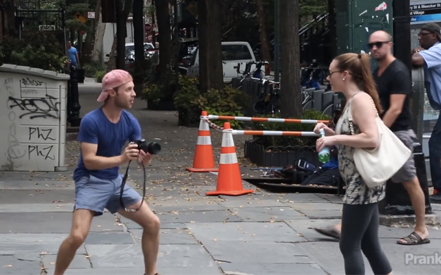 comedian pretends humans of new york Guy Pretends To Be Humans Of New York, In New York