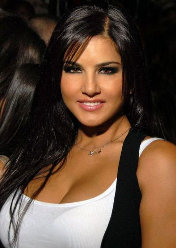 The 15 Richest Female Porn Stars In The World sunnyleone1.5 570x800