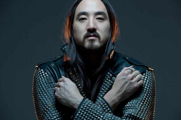 Steve Aoki 0 Walking Through A Music Festival Pretending To Be Steve Aoki