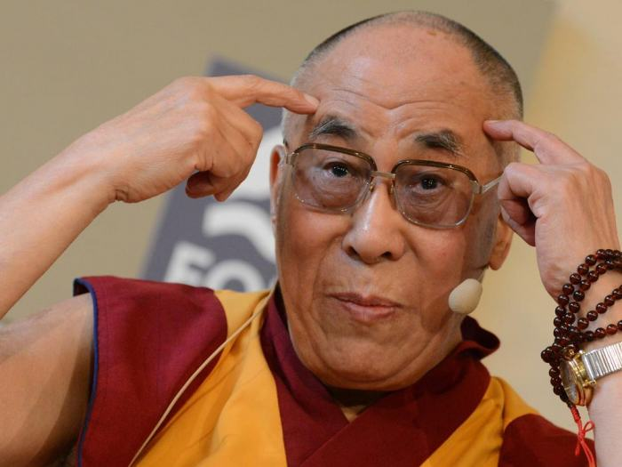 The Dalai Lama Is Joining Lionel Richie At Glastonbury cD1kY2I2YTU2NjU3MGQ4OTdjMGQ2ODgyMWUyMjY3ZjAzMCZnPTQ0NzU1OTQwM2QwNjQ3ZDI3ZGY1NTk4MmQ4NTBhYWI0 e1420412711781