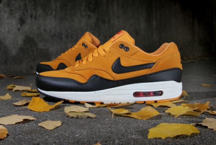 nike air max one premium canyon gold 1 e1420496378476 This Lad Has A Genius Way To Pay His Bail