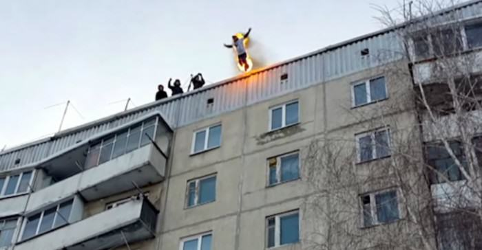 Man Sets Himself On Fire, Jumps Off Building, Because Russia Fire2 e1423505036898