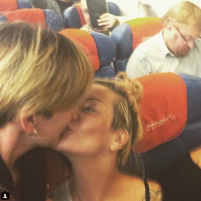 ad 158692921 1x Lesbian Couple P*ss Of Homophobic Politician On A Plane
