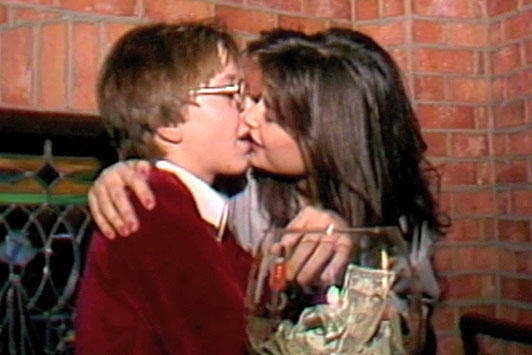 demi This Video Of Demi Moore Kissing A 15 Year Old Makes Me Uncomfortable
