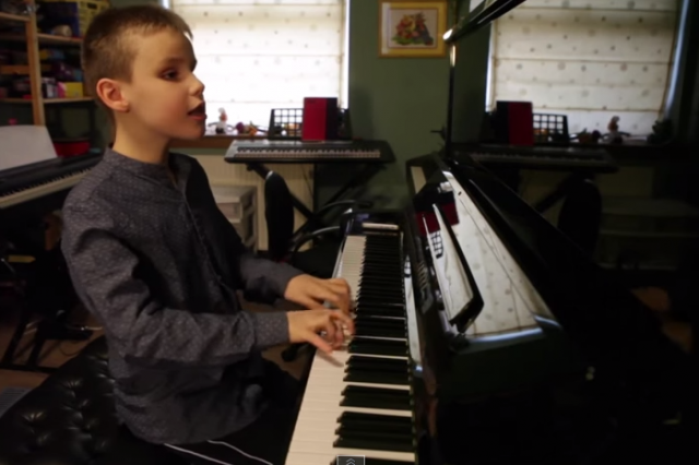 ethan 640x426 Ten Year Old Blind Kid Plays Piano, Produces Epic Performance