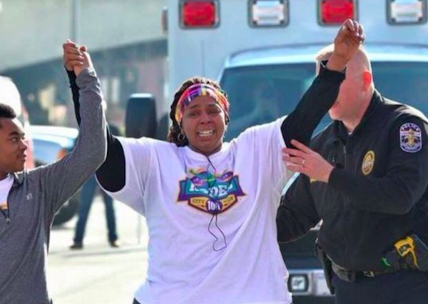 race1 600x426 Policeman Helps Woman Finish Final Lap Of 10k Race To Celebrate Weight Loss