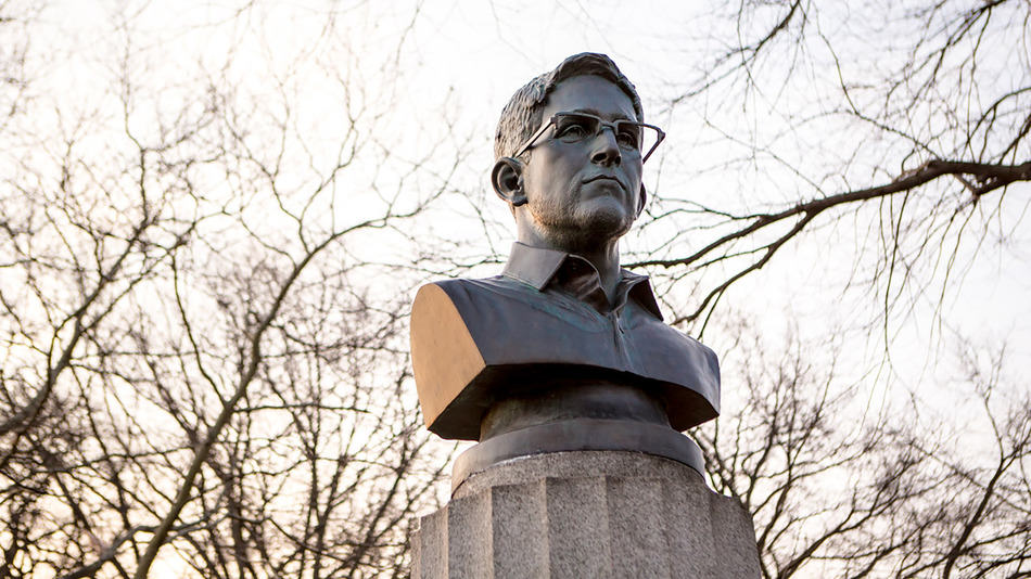 Edward Snowden Statue Secretly Put Up In New York, Gets Removed, Gets Replaced With Hologram 121