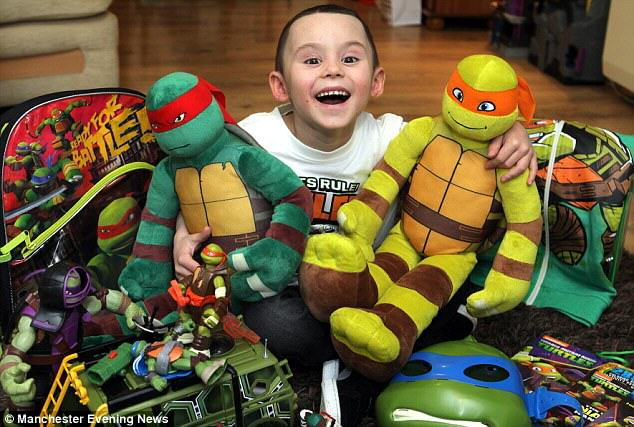 278D5D8300000578 0 image a 38 1429010881510 Boy Who Beat Cancer Dressed As Ninja Turtle For His Radiotherapy Treatment