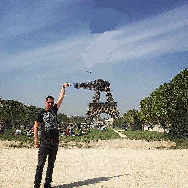 92 This Guy Posing Next To The Eiffel Tower Is The Latest Internet Craze