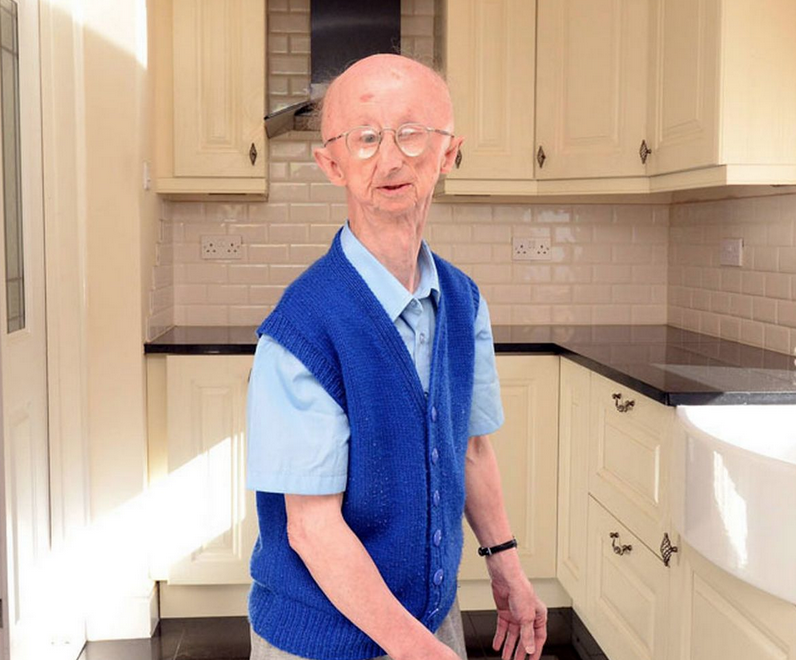 Mugging Victim Alan Barnes Moves Into New Home After £300K Donations Screen Shot 2015 04 16 at 23.03.33