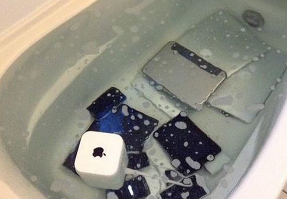 Girlfriend Gets Revenge On Cheating Boyfriend By Drowning All Of His Apple Products In The Bath appleWEBTHUMBNEW