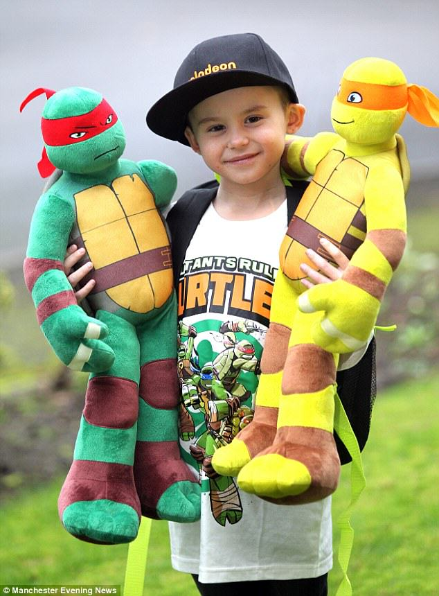 boy1 Boy Who Beat Cancer Dressed As Ninja Turtle For His Radiotherapy Treatment