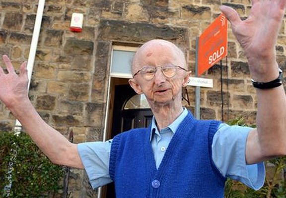 Mugging Victim Alan Barnes Moves Into New Home After £300K Donations muggingWEBTHUMBNEW