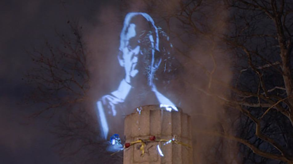 Edward Snowden Statue Secretly Put Up In New York, Gets Removed, Gets Replaced With Hologram snowdhol