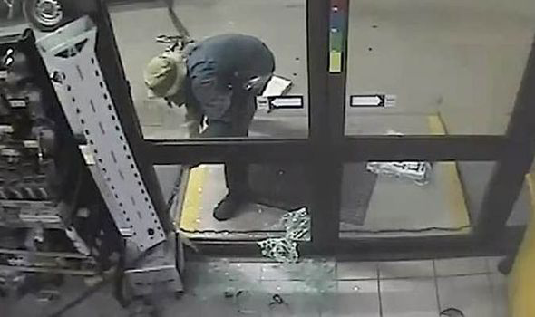atm Idiot Tries To Steal ATM Machine, Fails So Badly Its Hilarious