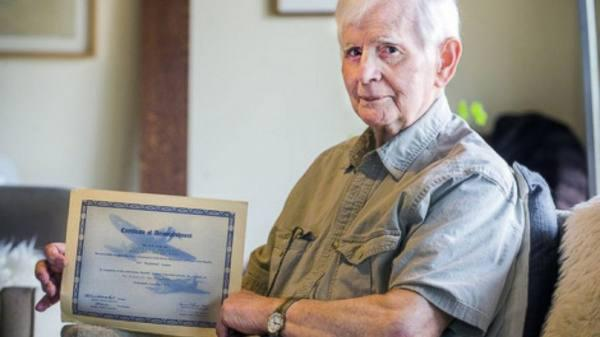 brutto 2 94 Year Old War Veteran Finally Graduates After 76 Years Of Setbacks