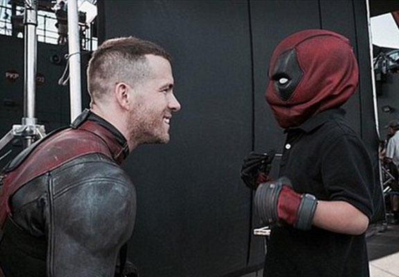 deadpool WEB Ryan Reynolds Makes Young Cancer Sufferers Dream Come True On Set Of Deadpool Movie