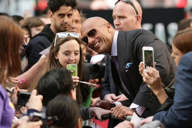 selfie record The Rock Decides To Break World Selfie Record With Fans, Becomes Even Cooler