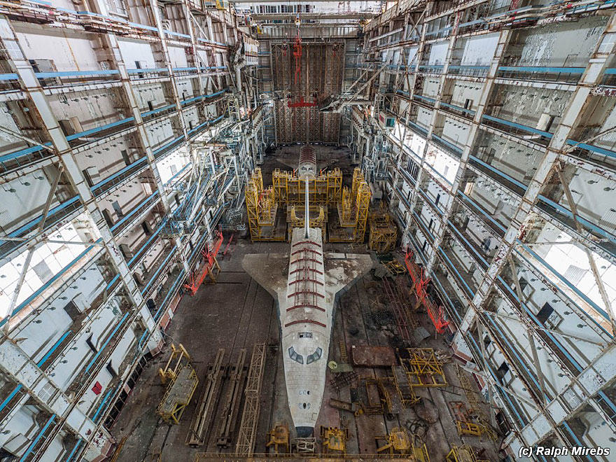 1S Urban Explorer Finds Lonely Remains Of The Soviet Space Shuttle Program