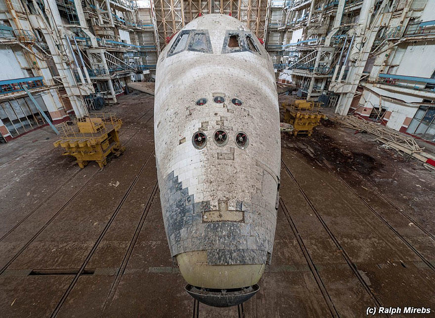 5S Urban Explorer Finds Lonely Remains Of The Soviet Space Shuttle Program