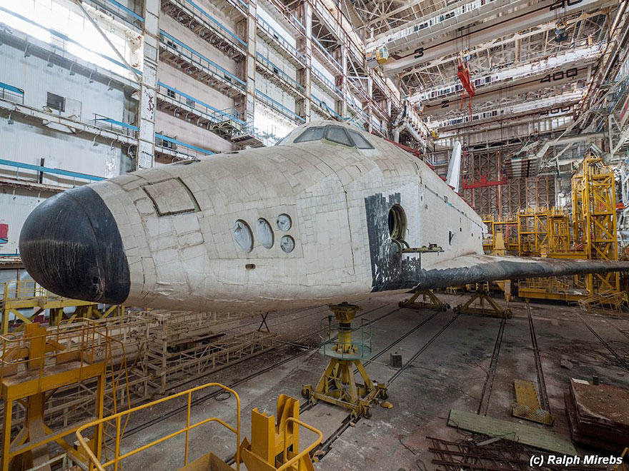 7S Urban Explorer Finds Lonely Remains Of The Soviet Space Shuttle Program