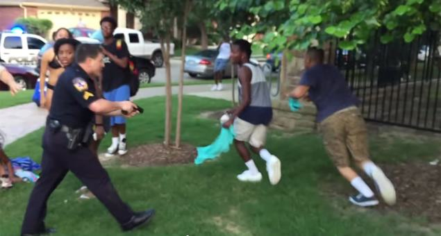 Texas Police Officer Points Gun At Unarmed Black Teens, Is Caught On Camera ec2