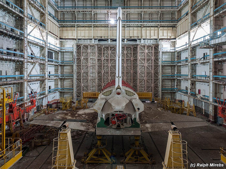 new spac 2 Urban Explorer Finds Lonely Remains Of The Soviet Space Shuttle Program