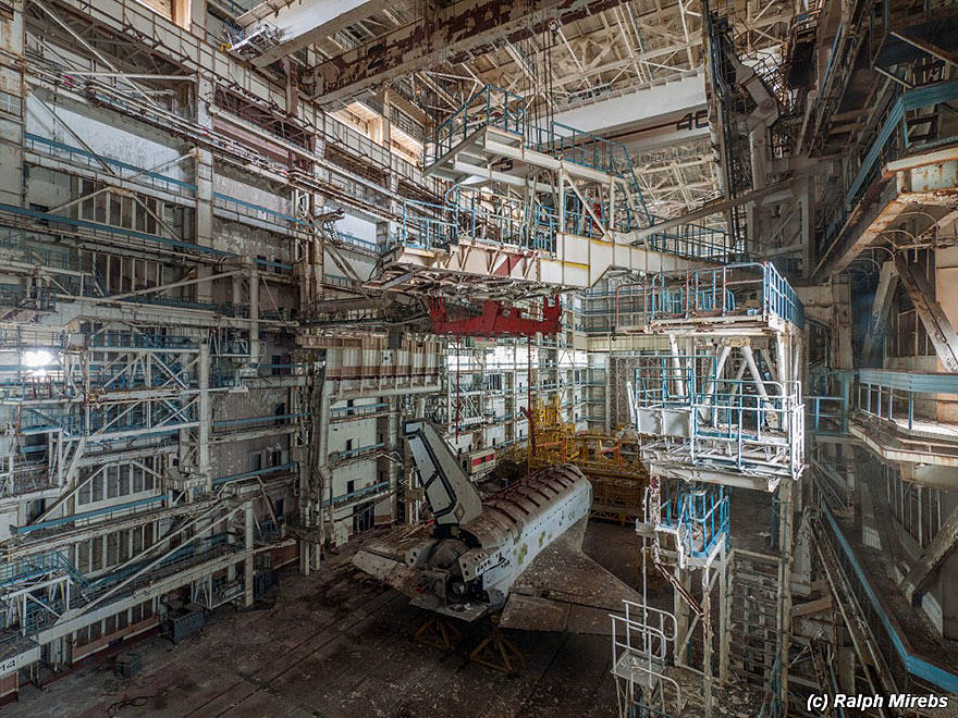 nw space 3 Urban Explorer Finds Lonely Remains Of The Soviet Space Shuttle Program