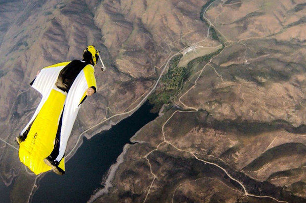 Skydiver In Wingsuit Dies After Hitting Rocks 324
