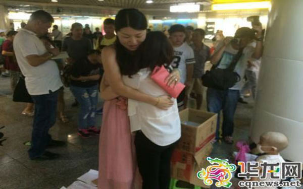55b79c96bb0d6 Mother In China Selling Hugs To Raise Money For Daughters Medical Treatment