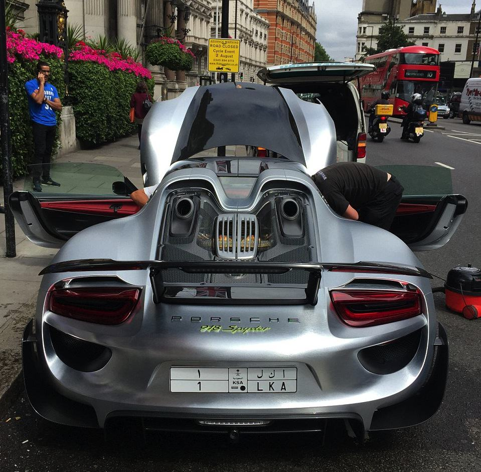 Rich Guy Gets £1m Car Cleaned On One Of Londons Busiest Roads 55b8a677a70bc