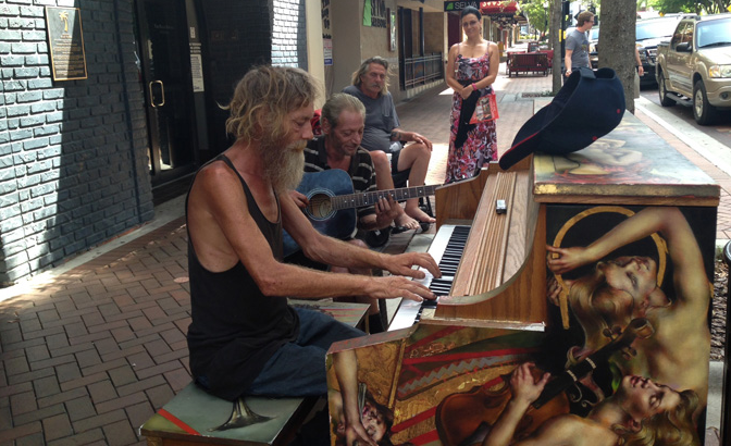 Screen Shot 2015 07 02 at 15.32.22 This Incredibly Talented Homeless Pianist Is Being Recognised By The Internet