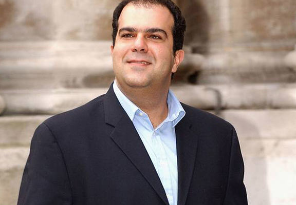 stelios web EasyJet Owner Stelios Hands Out Free Meals To Greek People