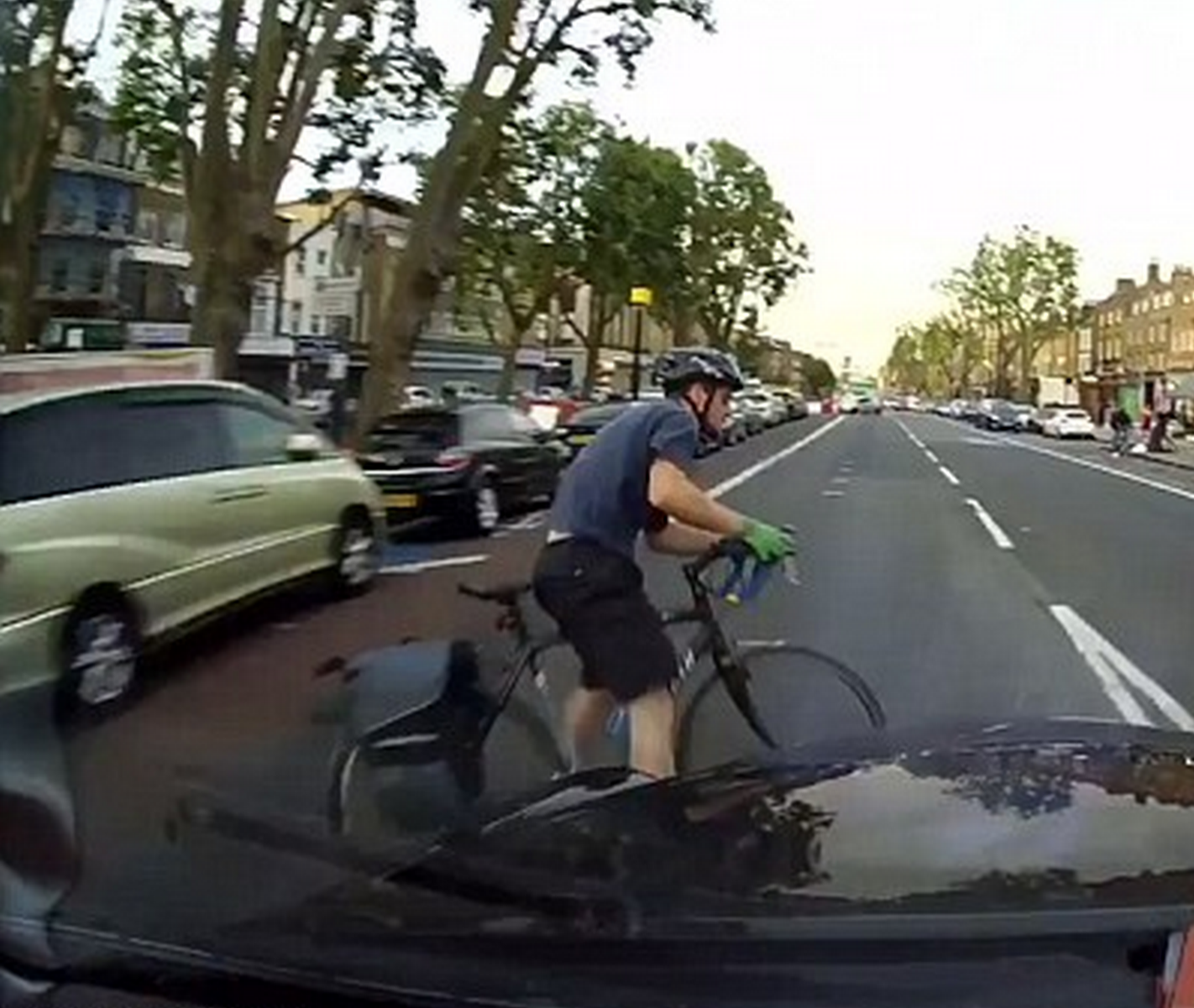 TsgkqGJ7R Shocking Moment Cyclist Swerves Car Door And Gets Hit By Taxi