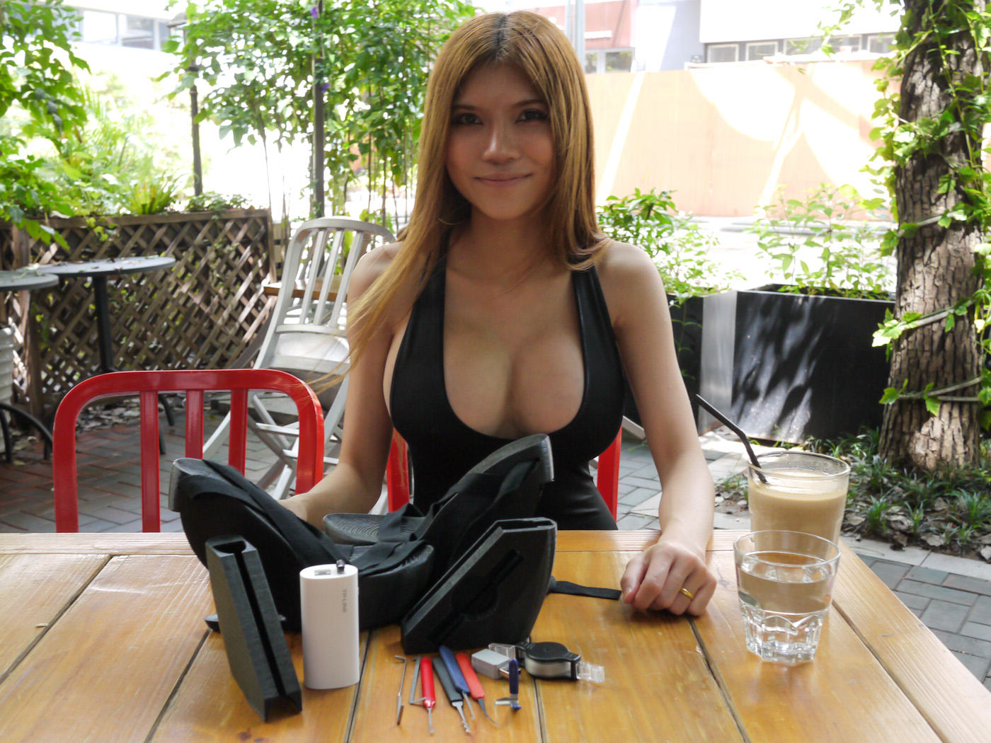 Chinese Engineer 'SexyCyborg' Hides Portable Hacking Kit In Her Platform Heels UNILAD 1271