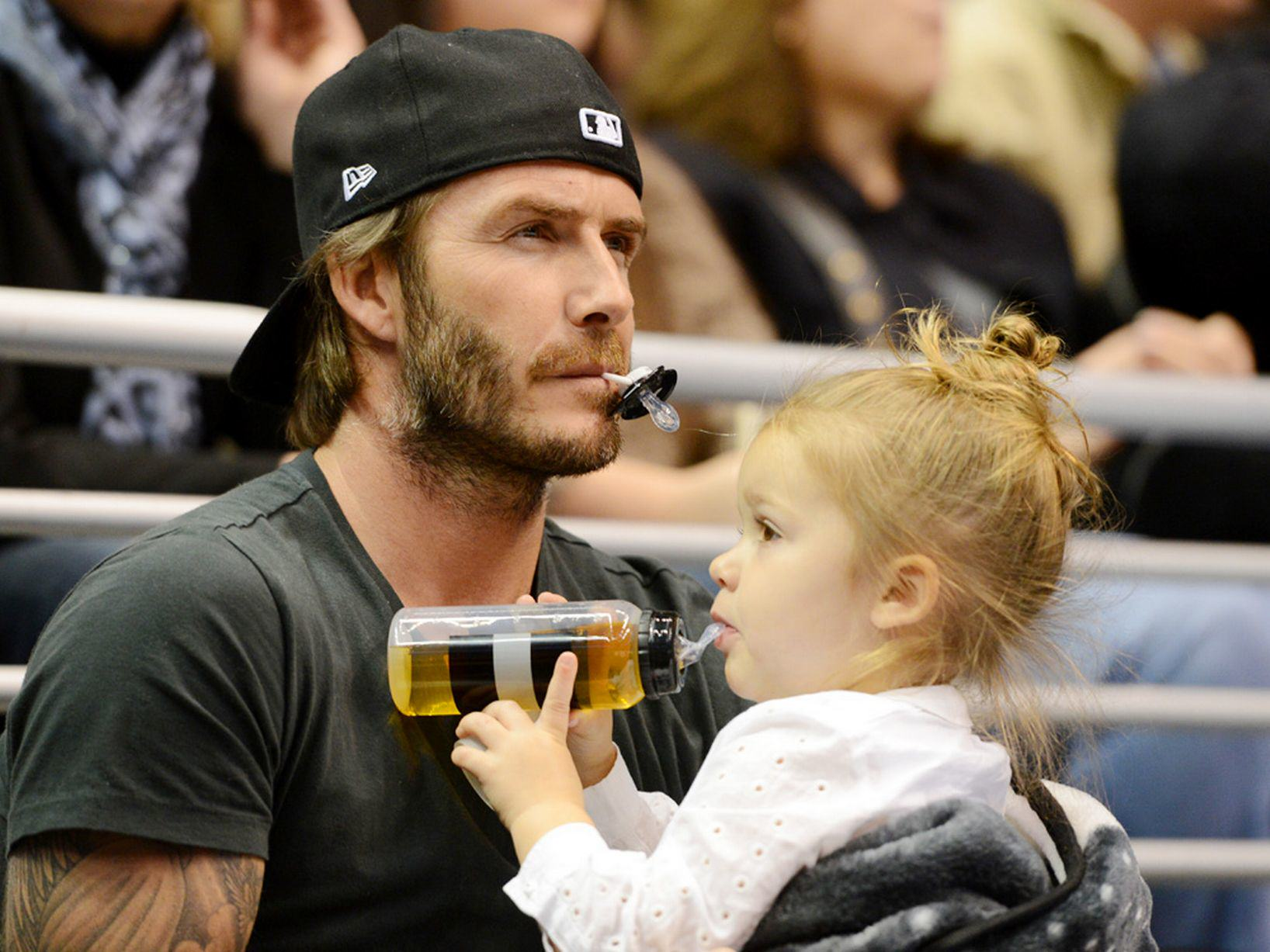 UNILAD David Beckham and daughter Harper watch the Los Angeles Kings ice hockey team play Calgary Flames at the Staples5