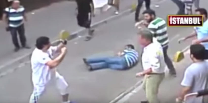 Irish Tourist Takes On Entire Turkish Mob And Wins UNILAD Screen Shot 2015 08 26 at 12.17.407