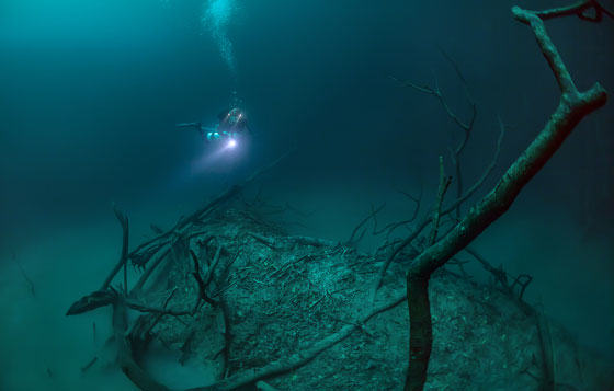 UNILAD diver62 Diver Discovers Incredible Underwater River In Mexico