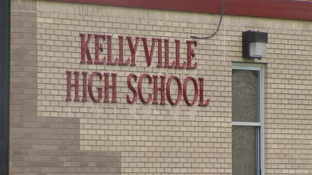 UNILAD kjrh5 High School Teacher Accused Of Bedding Pupil Who Suddenly Gained Top Grades