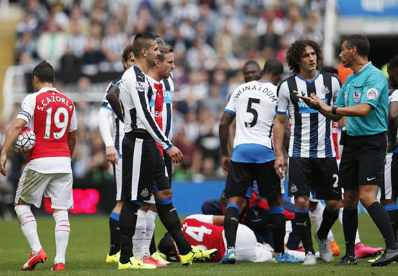 UNILAD nca web5 Heres What The Guy With An Xbox Controller Was Doing At The Newcastle United Game