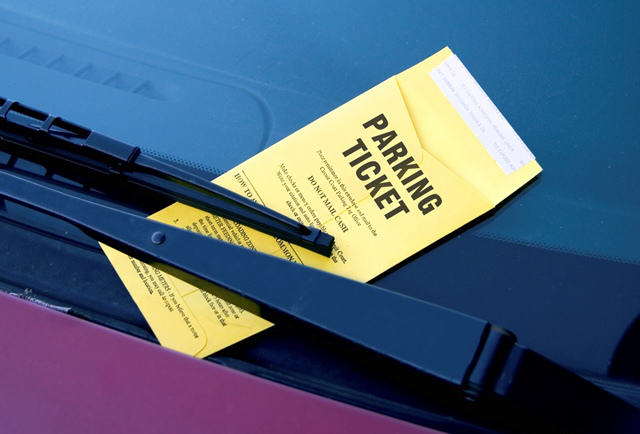 Kind Stranger Pays For Womans Parking Ticket Outside Hospital UNILAD parkingticket16