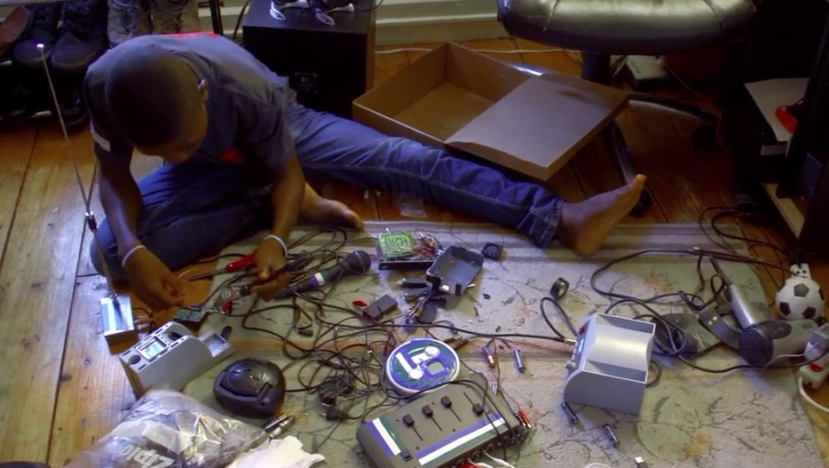 Screen Shot 2015 09 29 at 01.13.13 15 Year Old Inventor From Sierra Leone Wows M.I.T Engineers